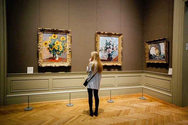 G At Paintings At An Art Museum